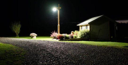 High Bay UFO on Wooden Post as Garden Light