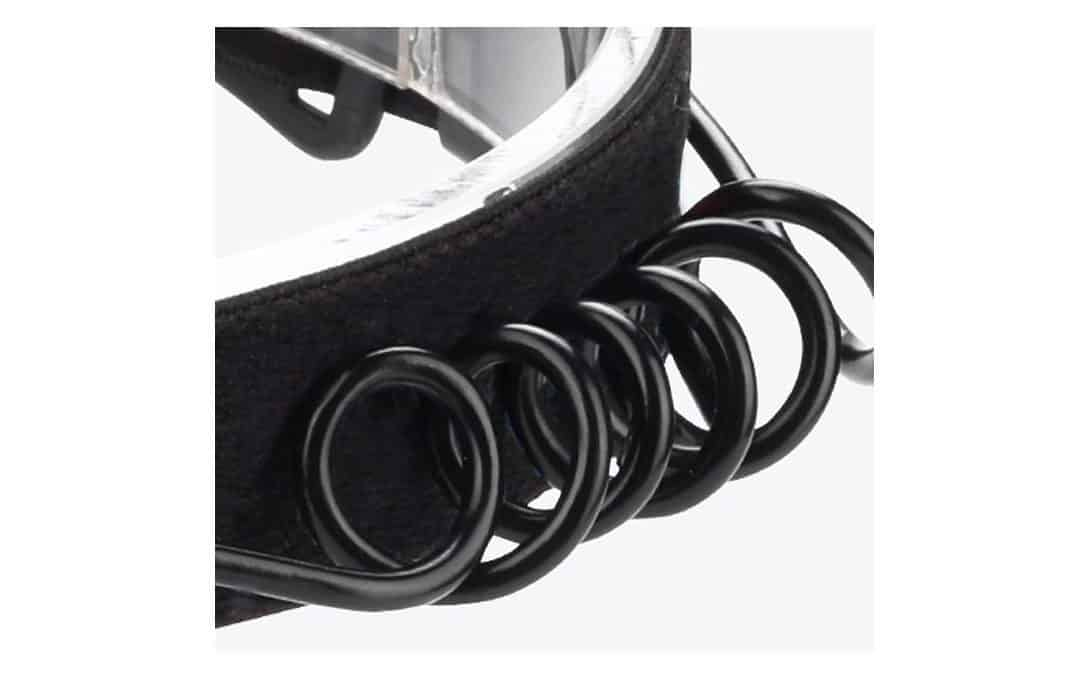 A coiled strong power cord runs between lamp and battery back, adjusting to whatever size the headband is.