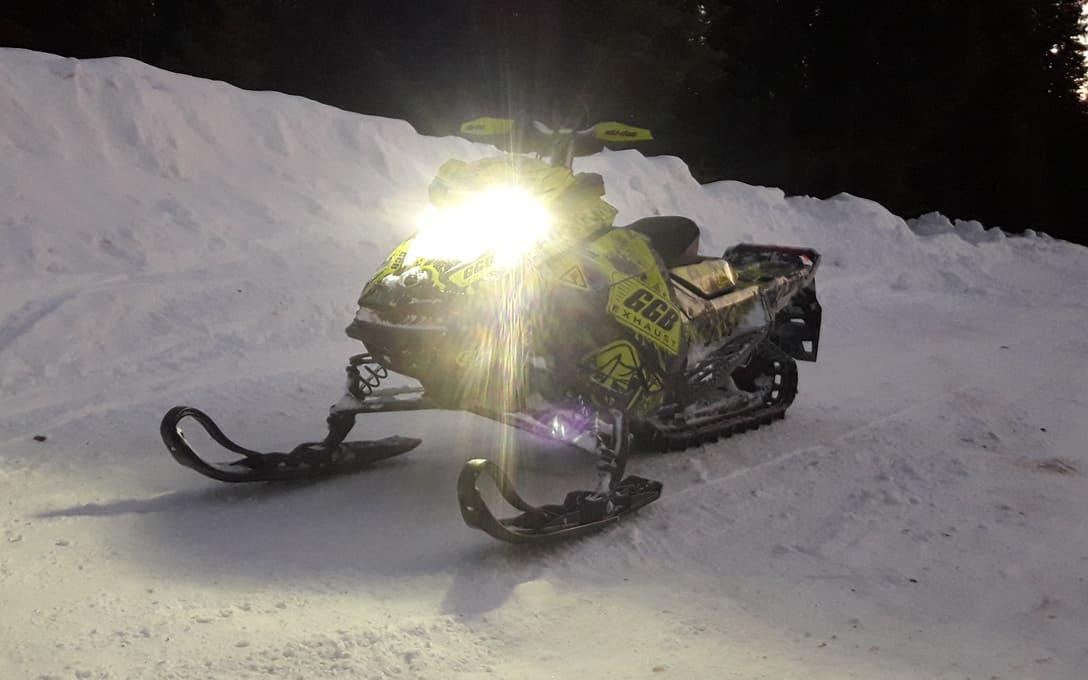 Ski-doo with NHCAT-H13 bulbs